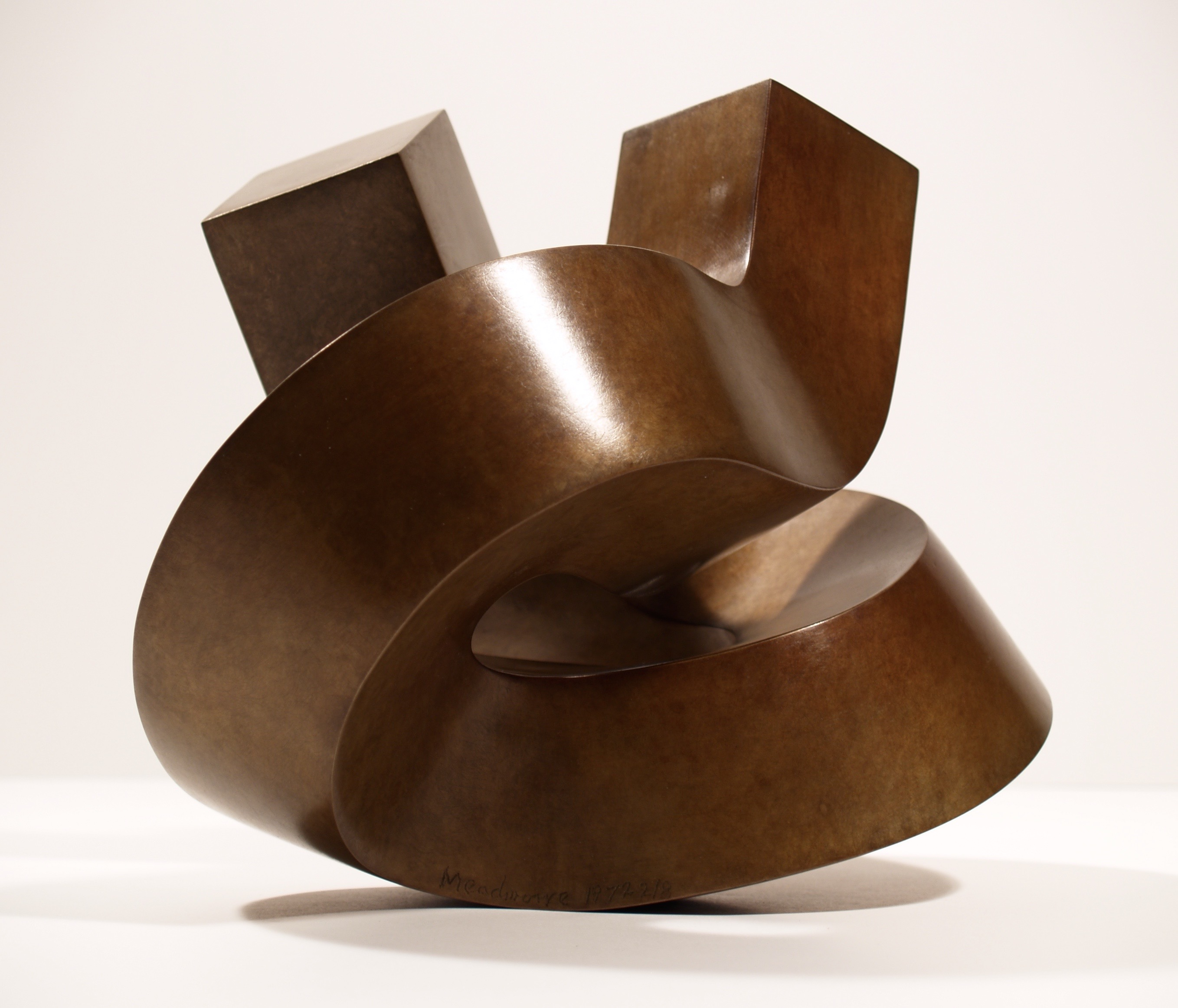 artists/clement-meadmore